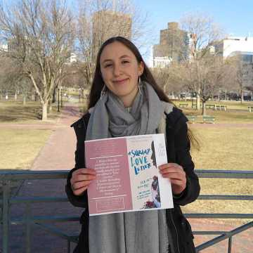 Freshman brings viral valentine campaign to campus