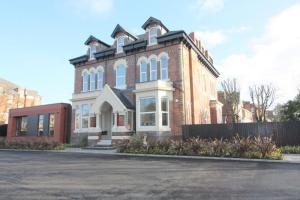 Lansdowne House, 2 Blundellsands Road East, Liverpool