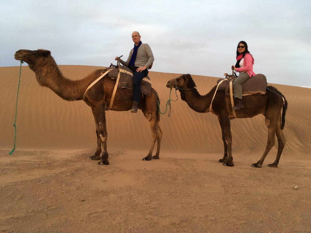Nuestro impresionante viaje de dos días al desierto del Sahara con Camel Safaries