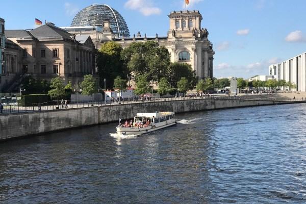 Schiffstouren & Schiffahrt auf der Spree in Berlin!