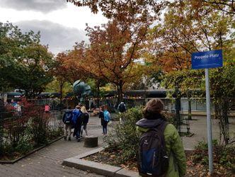 Vergrößerung: Der bisher namenlose Ort ist ein Spielplatz, ein Ort zum Verweilen und Entspannen mitten im Rollberg-Kiez.