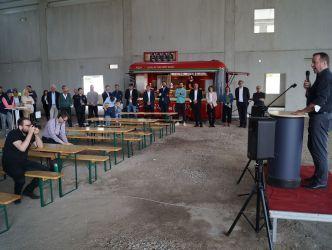 Vergrößerung: Bezirksbürgermeister Frank Balzer (CDU) beim Richtfest für die Erweiterung der Produktionsstätte des Familienunternehmens GiaPizza in der Holzhauser Straße