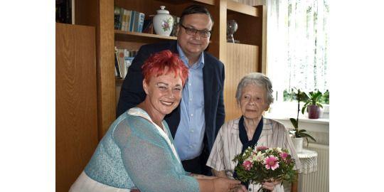101. Geburtstag von links: Beatrice Heinz, Michael Grunst und Elisabeth Schulz