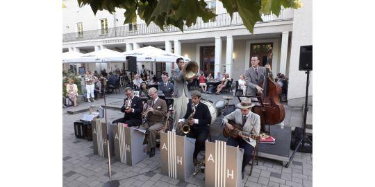 Andrej Hermlin und sein Swing Dance Orchestra auf dem Johannes-Fest-Platz 2020