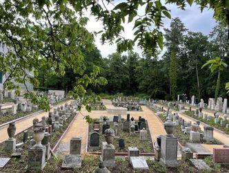 Vergrößerung: Urnenhain am Friedhof Baumschulenweg