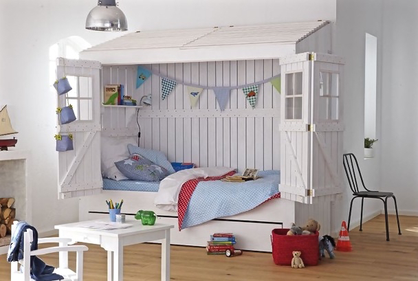 Strandhausbett fürs Kinderzimmer in Weiß (Foto: CAR Kinder)