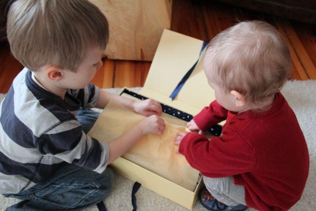 Kind 1.0 und 2.0 testen mit Mama die petiteBox