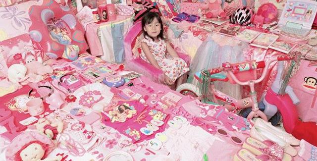 """Pinkifizierung: Rosarote Konsumwelt für Mädchen, """"Pink muss zum leuchtenden Symbol selbstbewusster Weiblichkeit werden."""" (Quelle: http://www.clack.ch/ressort/artikel/Leben/4754/pink_riot)"""