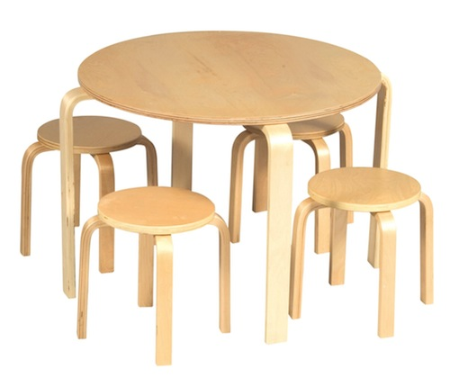 "Alvar Aalto im Kinderzimmer: Kindertisch ""Nordic Kids' Table"" und Hocker von Guidecraft (© Guidecraft)"