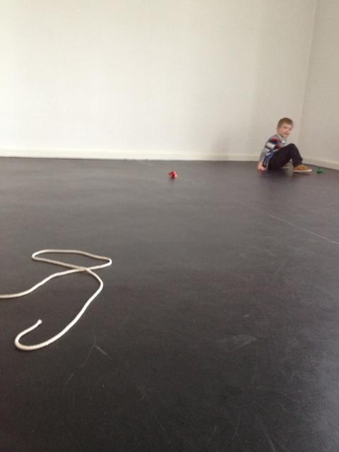 Die neuen vier Wände: Das Kinderzimmer mit schwarzem Fußboden