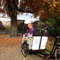 Auf Tour mit dem Babboe Lastenrad: Hier am Petersburger Platz in Berlin-Friedrichshain