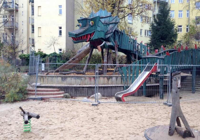 Der Drachenspielplatz in Berlin-Friedrichshain ist gerettet, bleibt aber vorerst gesperrt.
