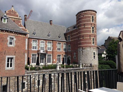 Beeindruckender Blick auf das Crowne Plaza Liège von der Dachterrasse aus.