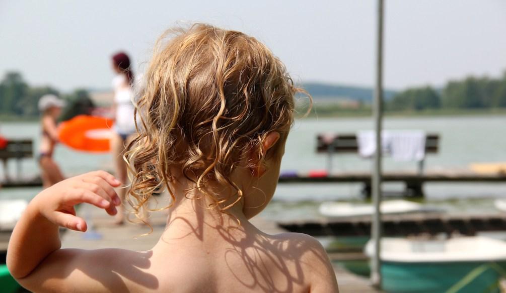 Badestelle am Campingplatz Oberuckersee mit schönem Badesetg