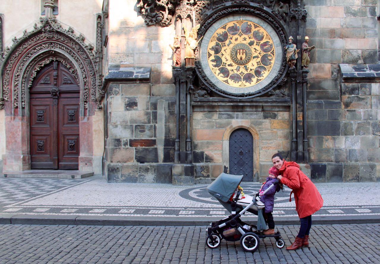 So viel Platz vor der Astronomischen Uhr gibt's in Prag nur im Winter.