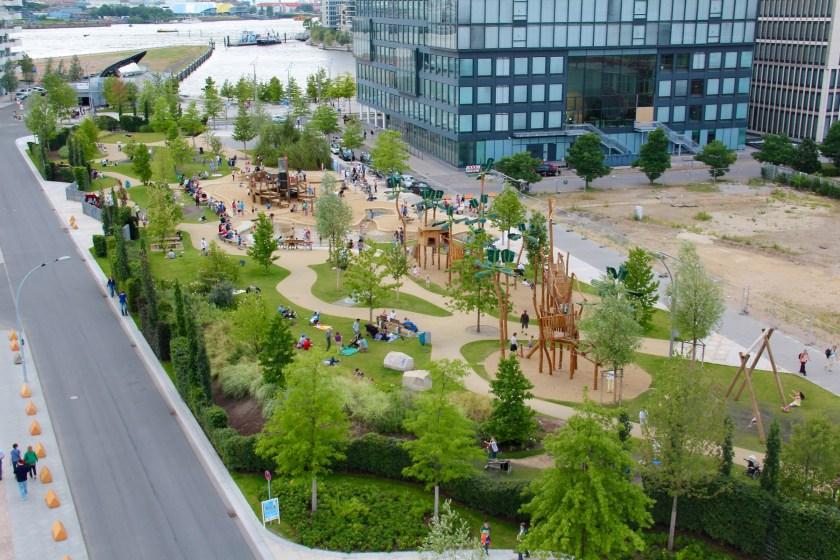 Grasbrookpark: Unbedingtes Muss mit Kindern in der Hafencity ist der Spielplatz mit Plansche