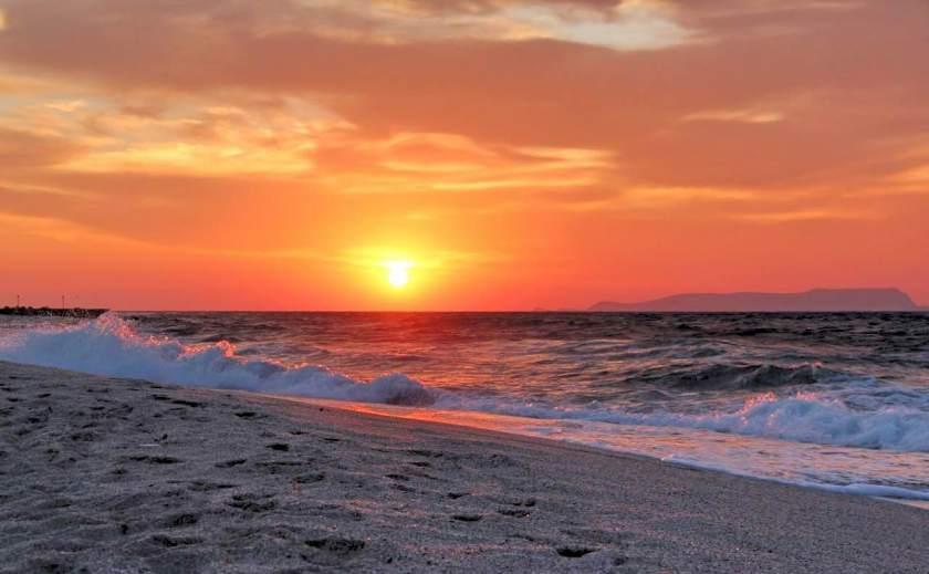 Sonnenuntergang am Strand des Aldemar Royal Mare Village in Anissaras