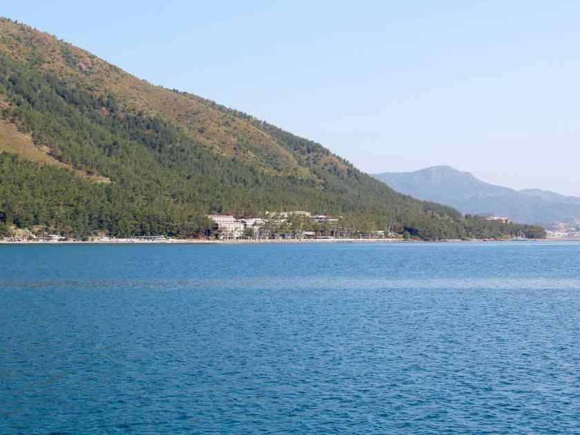 Auf halbem Weg zwischen Marmaris und Icmeler liegt das Sentido Lotus Orkan Beach in Hanglage direkt am Wasser