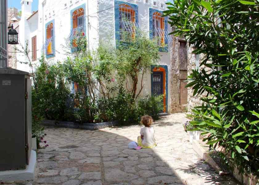 Während die Promenade von Marmaris voller Menschen ist, finden wir in der Altstadt von Makramees viele einsame Gassen.