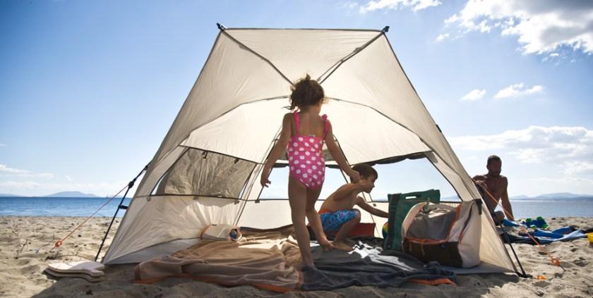 Die REKA KOHU Strandmuschel von Terra Nation. Mit im Bild, die Zwillinge meines Interviewpartners