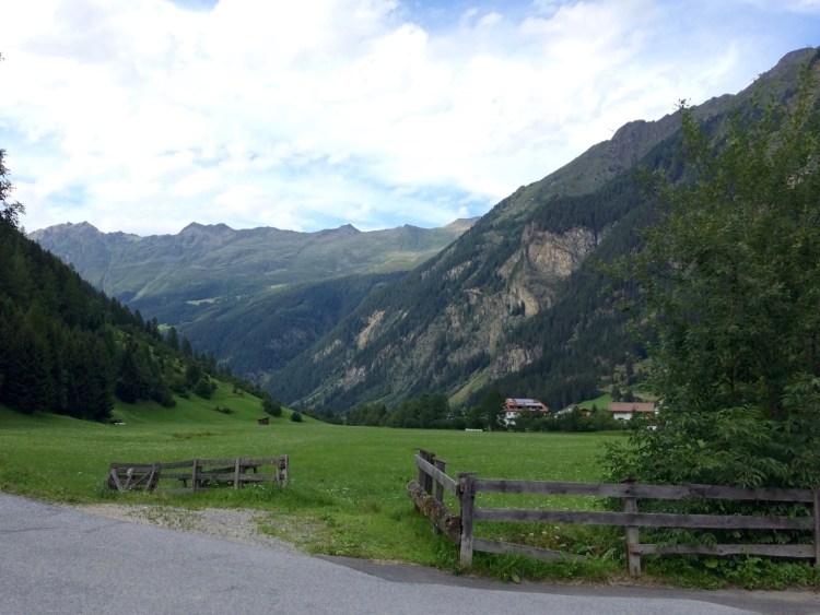 Tirol barrierefrei: Blick ins Kaunertal von Feichten aus. www.berlinfreckles.de