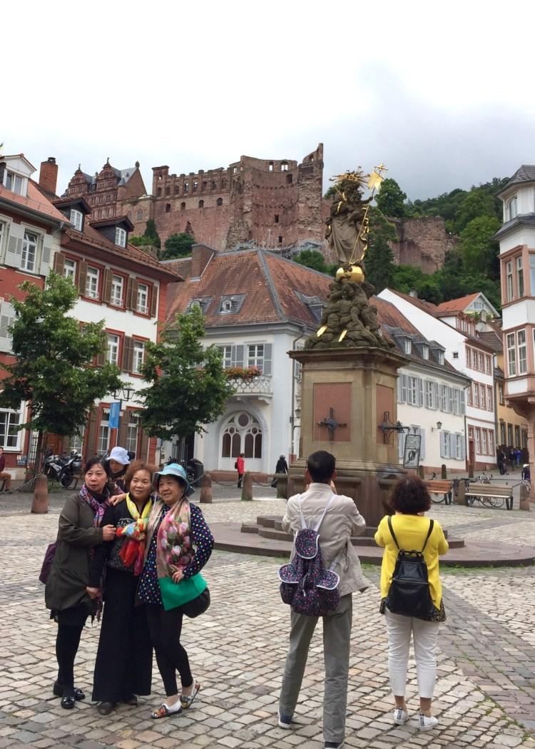 Unsere Erkenntnis als Familie in Heidelberg: Asiatische Touristen fotografieren gern sich selbst, Sehenswürdigkeiten...
