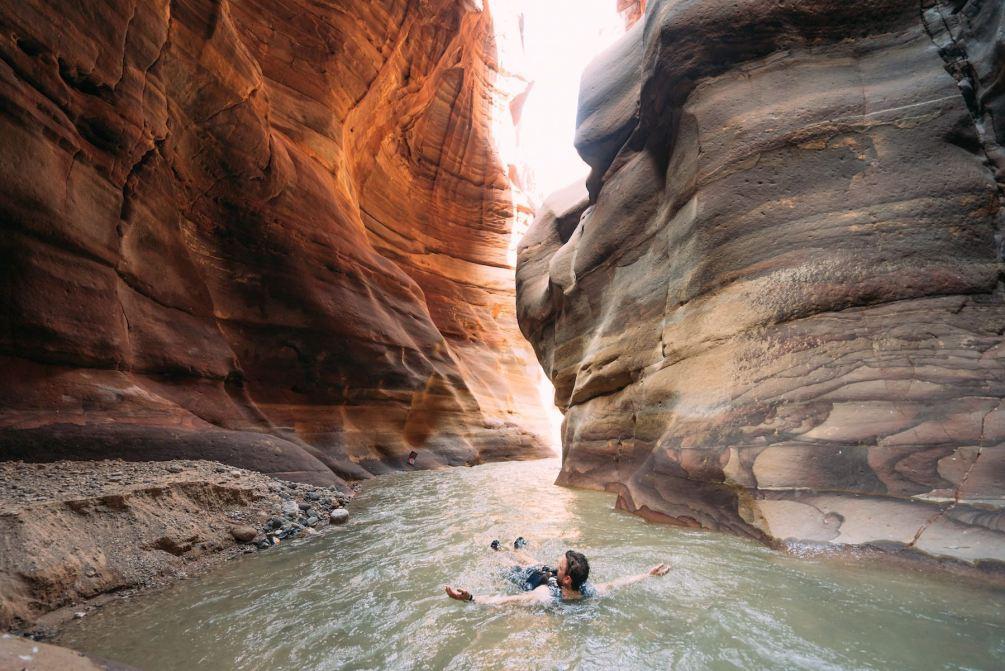 Wadi Mujib, Canyoning in Jordanien. Jordanien mit Kindern: Tipps und Reiseinspirationen findest du auf www.berlinfreckles.de