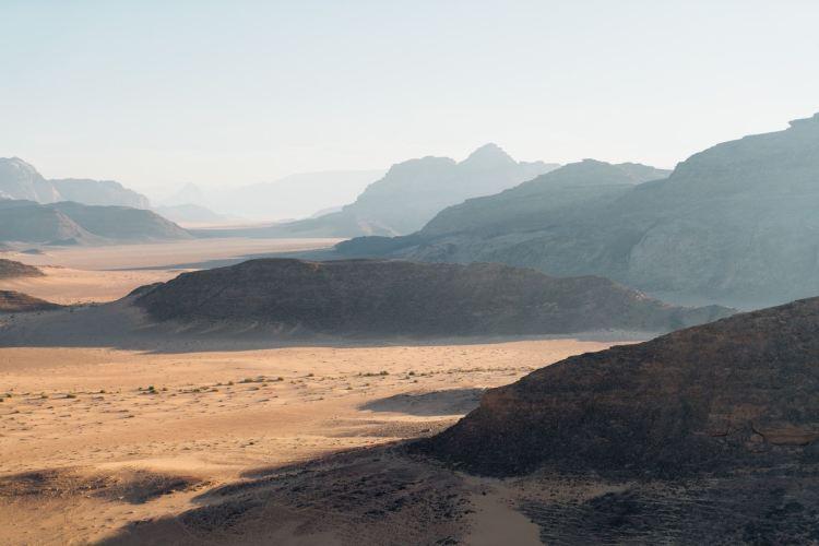 Wadi Rum, Wüste in Jordanien. Jordanien mit Kindern: Tipps und Reiseinspirationen findest du auf www.berlinfreckles.de