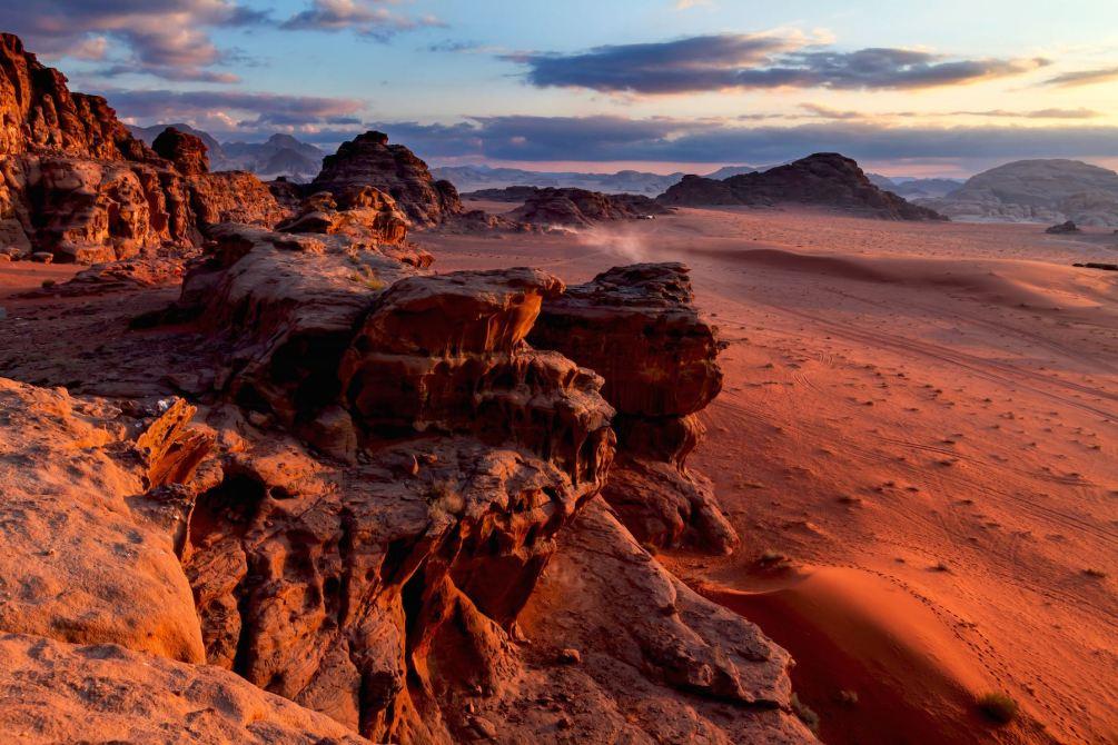 Die Rote Wüste. Wadi Rum, Wüste in Jordanien. Jordanien mit Kindern: Tipps und Reiseinspirationen findest du auf www.berlinfreckles.de
