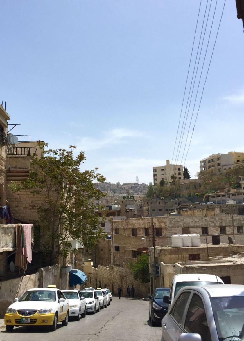Straße in Amman und mittendrin Rolex. :-) Jordanien: Highlights und Impressionen von einer Rundreise mit Schulkind. Mehr dazu auf www.berlinfreckles.de