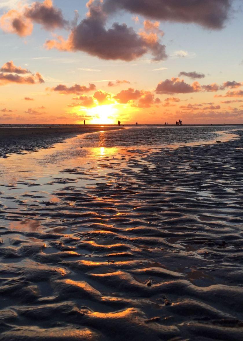 Dänemark, Insel Fanø: Am Rindby Strand kann man mit dem Auto fahren und grandiose Sonnenuntergänge erleben. www.berlinfreckles.de