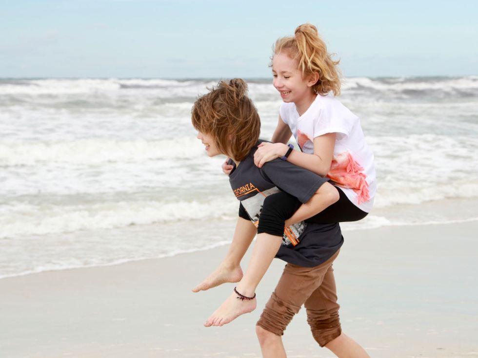 Es muss nicht immer Baden sein. Die Kinder hatten Spaß am Strand.