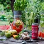 Infused Water, Detoxwasser mit Früchten, Kräutern und Blüten