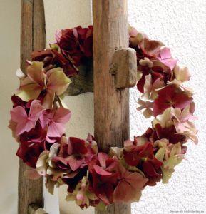 Dekorativer Herbstschmuck: der Hortensienkranz