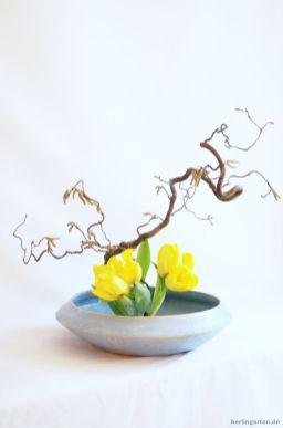 Ikebana in strahlendem Gelb