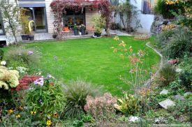 Eine Rasenfläche für die Gartenliege