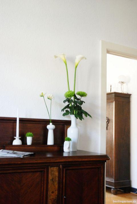 Viele Vasen ergänzen sich zum Strauß