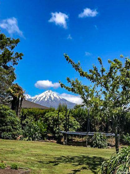 Die Nordinsel ist geprägt von ihren mächtigen Vulkanen. Wie aus dem Bilderbuch: der Mt Taranaki