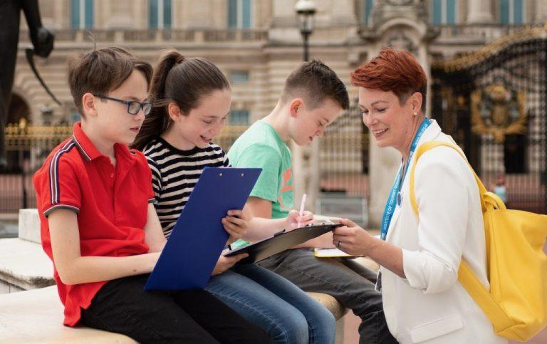 Tourguide Julia auf einer Londontour für Kinder