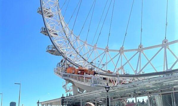 Uta vor dem London Eye