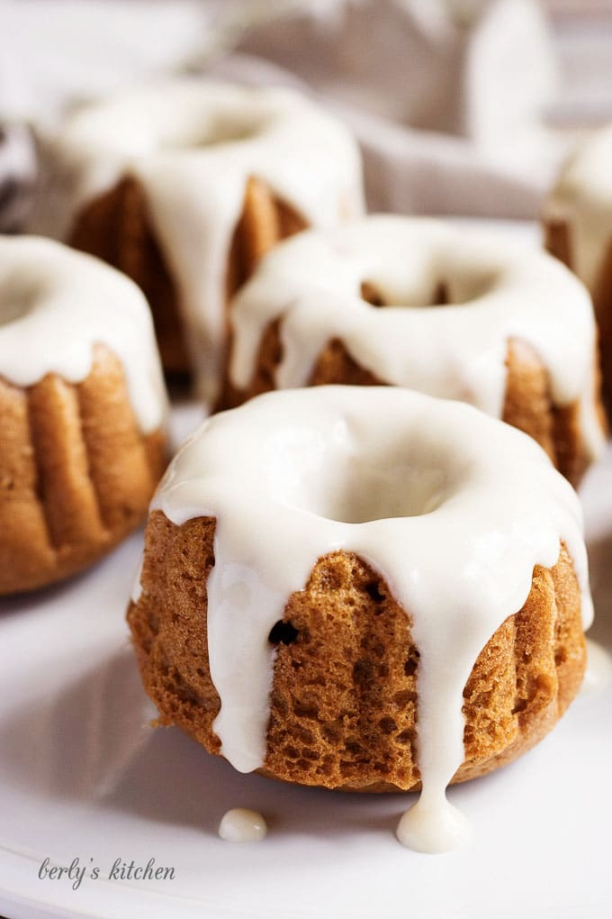 Maple Cream Cheese Frosting mini pumpkin spice bundt cakes | berly's kitchen