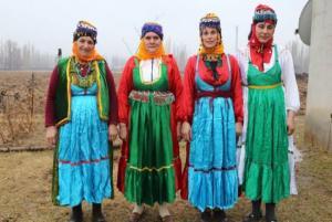 Di Kultura Kurdî De Kofî  - Hüsamettin Turan