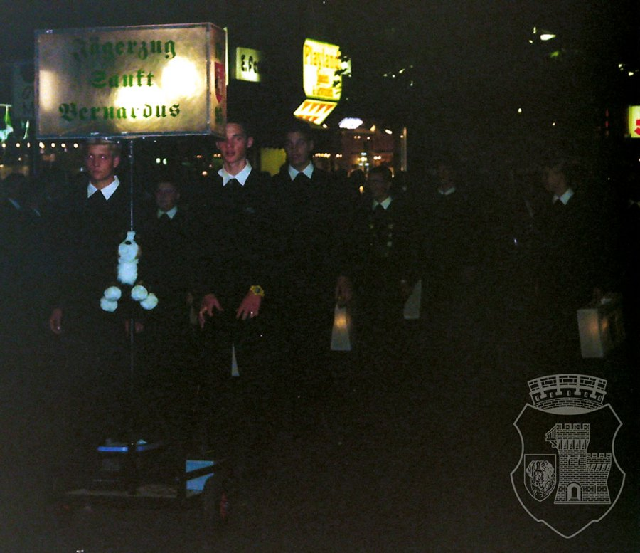 Das neue Fackeltransparent am Kirmessamstag 1997.