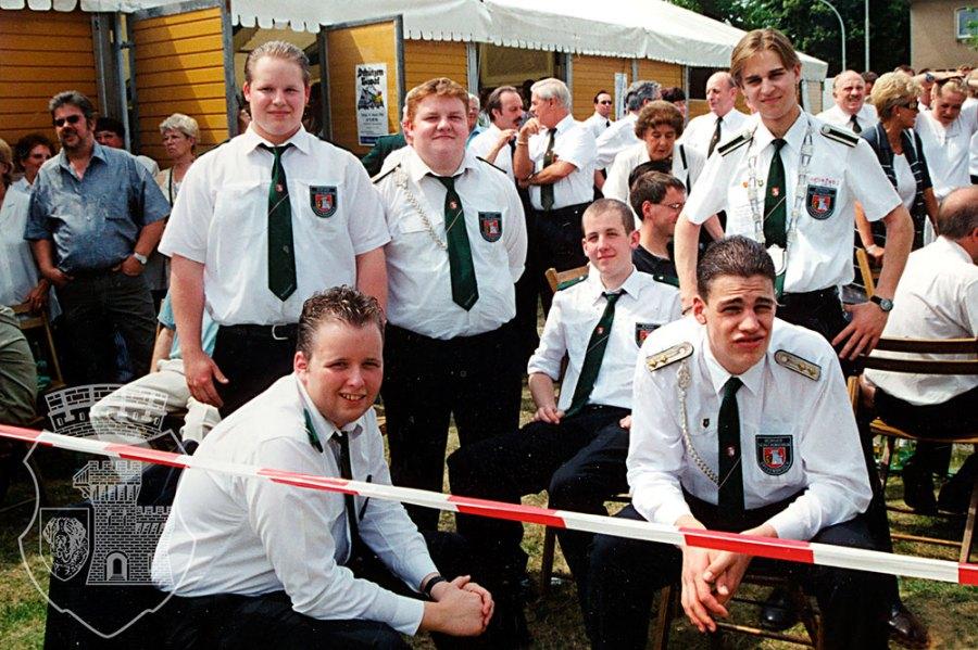 Die Bernardiner warten gespannt auf den neuen Kronprinzen beim BSV-Vogelschuss 2000