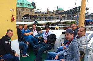 Die Bernardiner auf Hafenrundfahrt beim Zugausflug nach Hamburg Anno 2014.