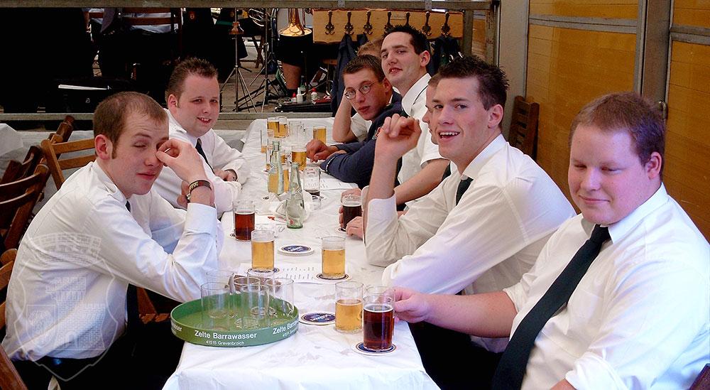Der Bernardus-Tisch beim BSV-Königsvogelschuss 2002.