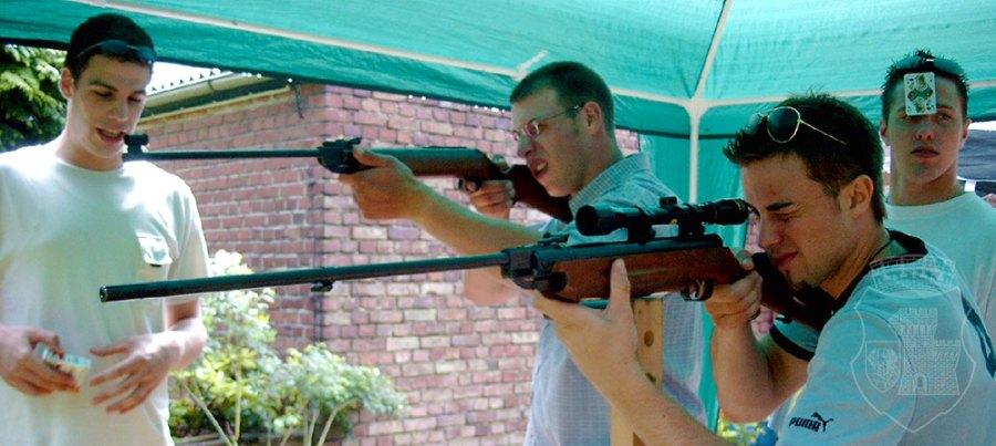 Vereinte Zielübungen beim Vogelschuss 2003.