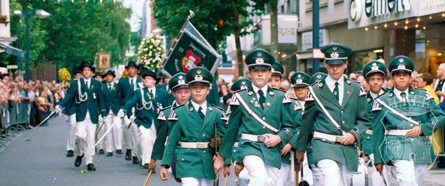 Bernardus im Anmarsch zur Sonntagsparade 2003.