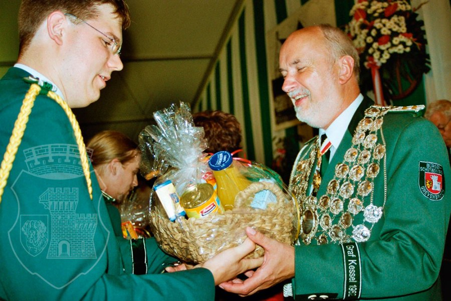 Unser Traditionsgeschenk seit jeher: Der Fresskorb.