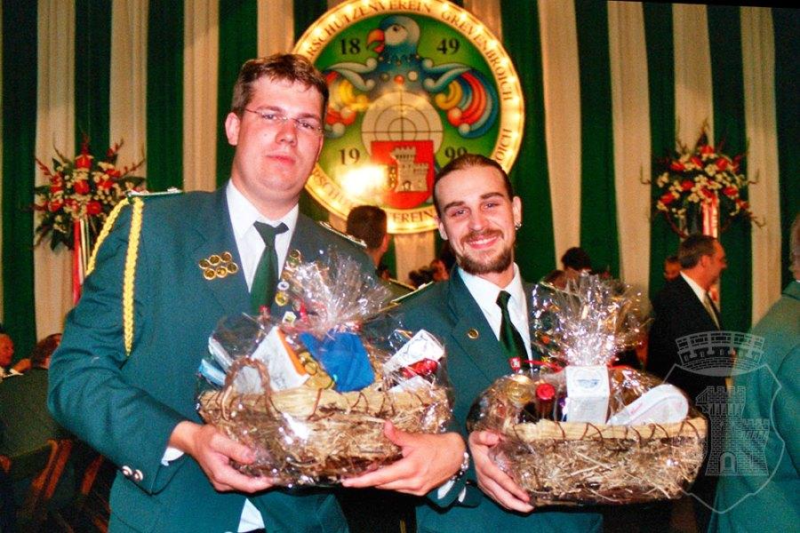 Das Bernardus-Traditionsgeschenk: Fresskörbe für die Mejestäten.